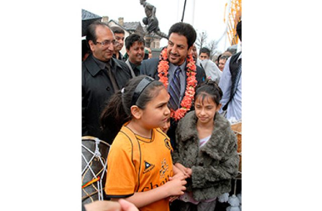 Gurdas Maan And Fans 12
