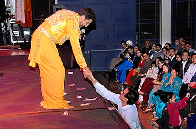 Gurdas Maan And Fans 11